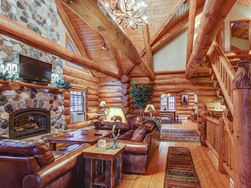 Secluded, waterfront log cabin w/game room, dock, fire pit & deck, vacation rental in Eagle River