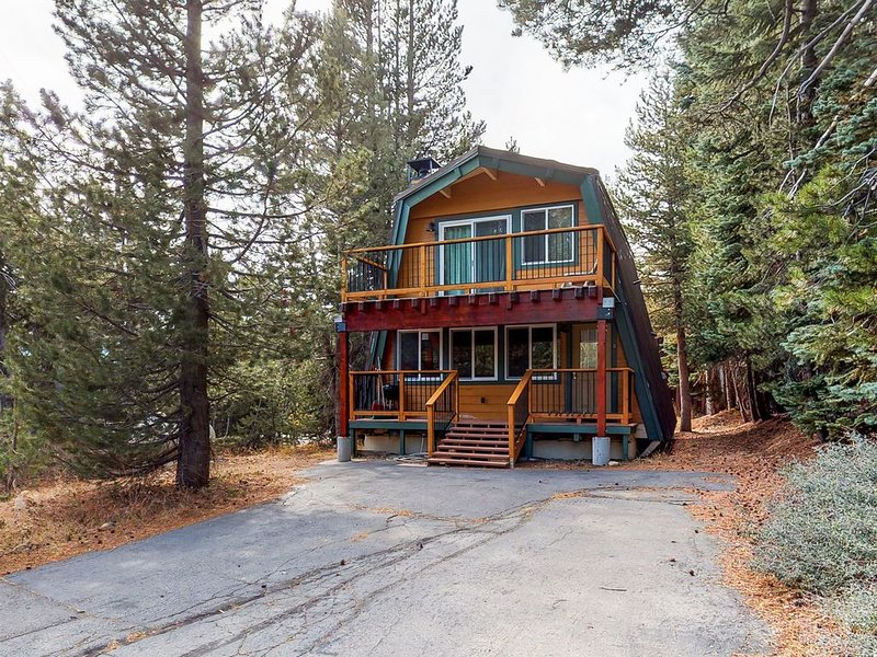 Cozy cabin near skiing, hiking, swimming, and lakes, alquiler de vacaciones en Soda Springs