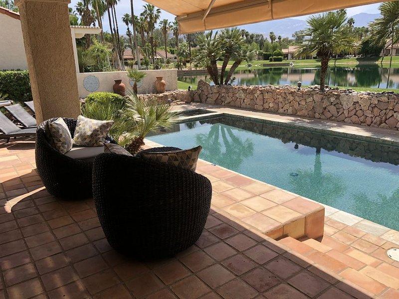 A Greenday Property: LAKEVIEW RETREAT: 2 lg En-Suite Master Bedrooms, Private Po, alquiler de vacaciones en Rancho Mirage