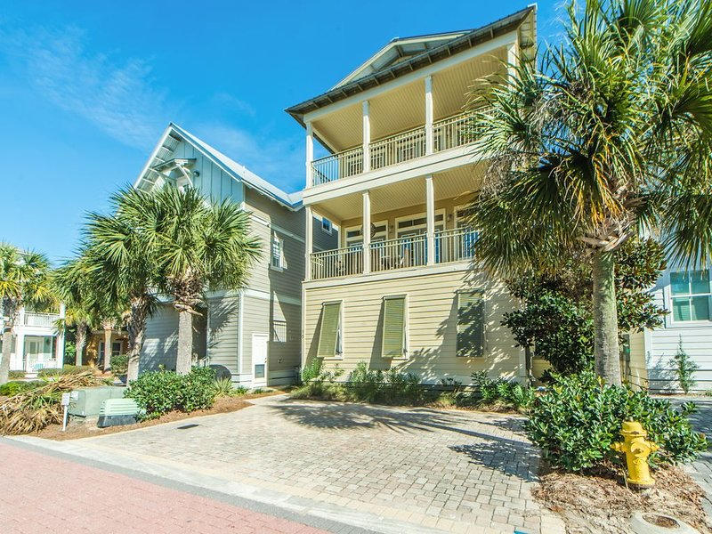 Mar 5-8 $1456 total☀️Balconies-700yds 2 Beach☀️2X Sanitized☀️Comfort and Joy, vacation rental in Seacrest Beach