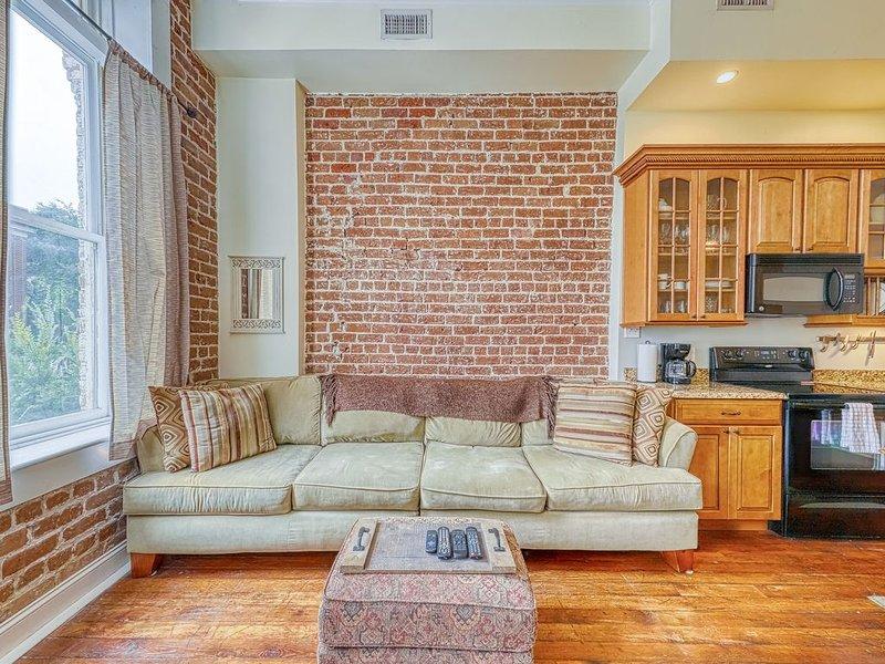 Romantic getaway in the heart of downtown historic Savannah, holiday rental in Pooler