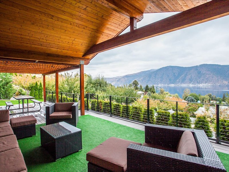 Modern and luxurious lakeview home with plenty of upscale features!, holiday rental in Manson