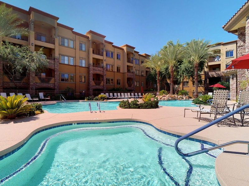 Cozy condo w/shared pool/hot tub-near entertainment, golf & hiking, holiday rental in Paradise Valley