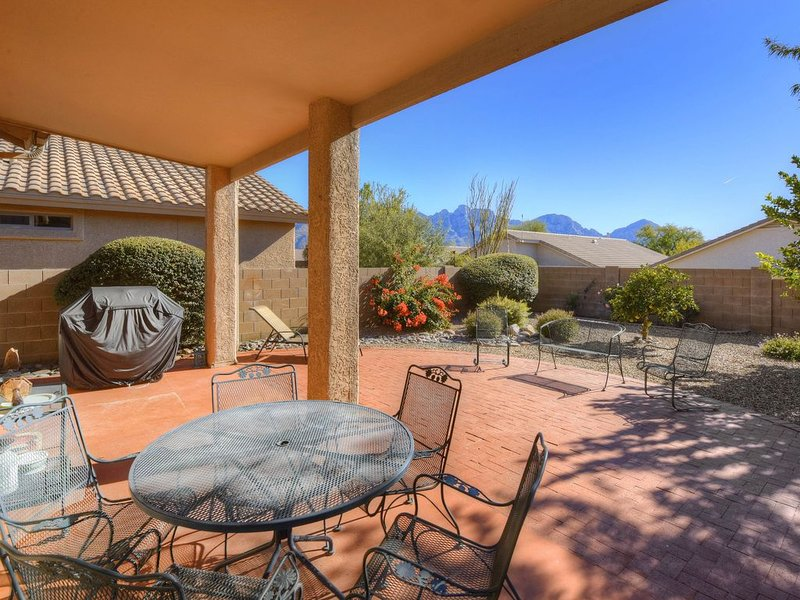 Dog-friendly home with patio and yard, near Catalina State Park!, alquiler de vacaciones en Oro Valley