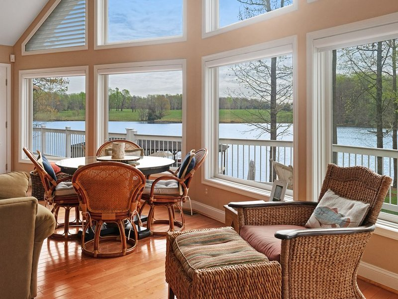 Lakefront home w/ private beach, covered dock, outdoor kitchen & fire pit!, holiday rental in Mineral