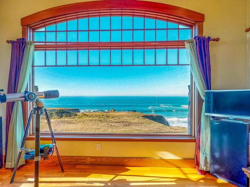 Ocean view home with free WiFi, jetted tub and close beach access!, alquiler de vacaciones en Gualala