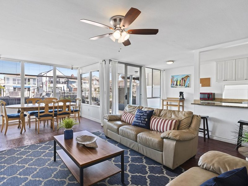 Bayfront Vacation Home/ Easy Walk to Beach, vacation rental in Newport Beach