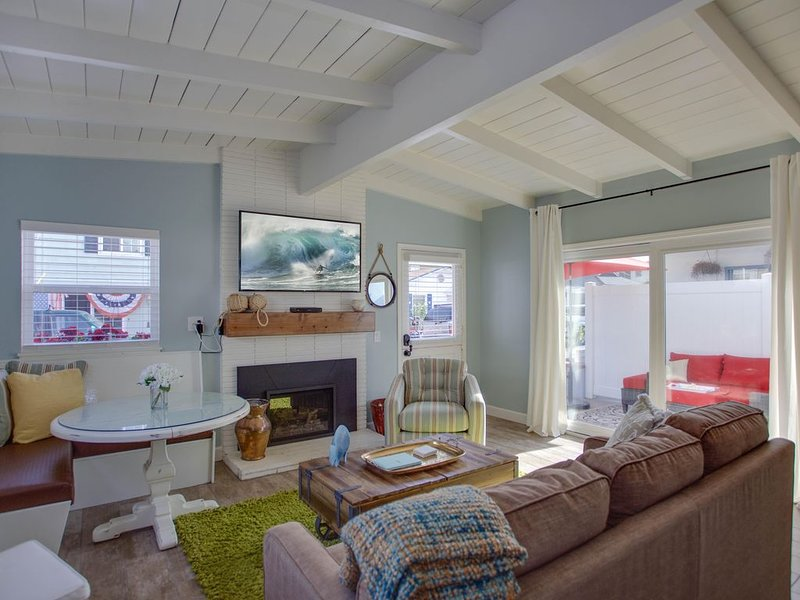 Beautifully Remodeled Cappy's Cottage With A/C! Front Unit, vacation rental in Newport Beach