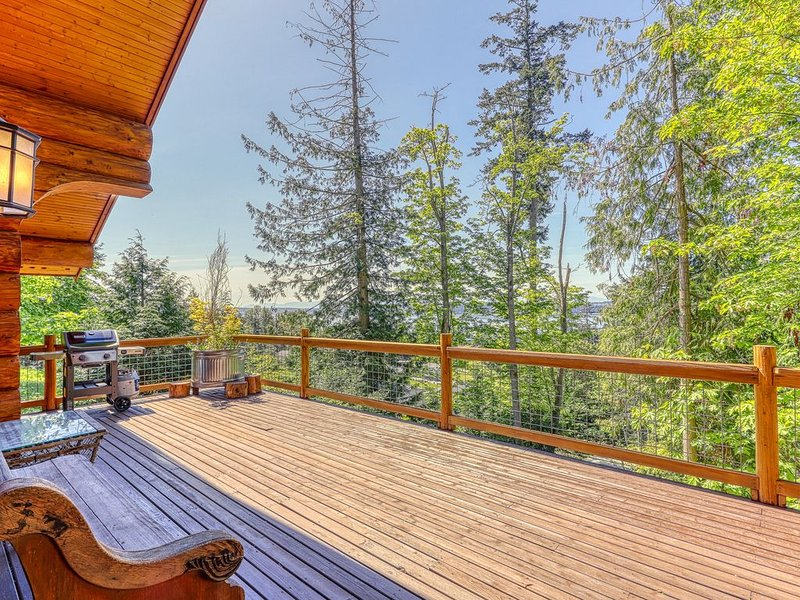 Family friendly cabin w/ WiFi, cable, full kitchen, decks & BBQ!, casa vacanza a Stanwood