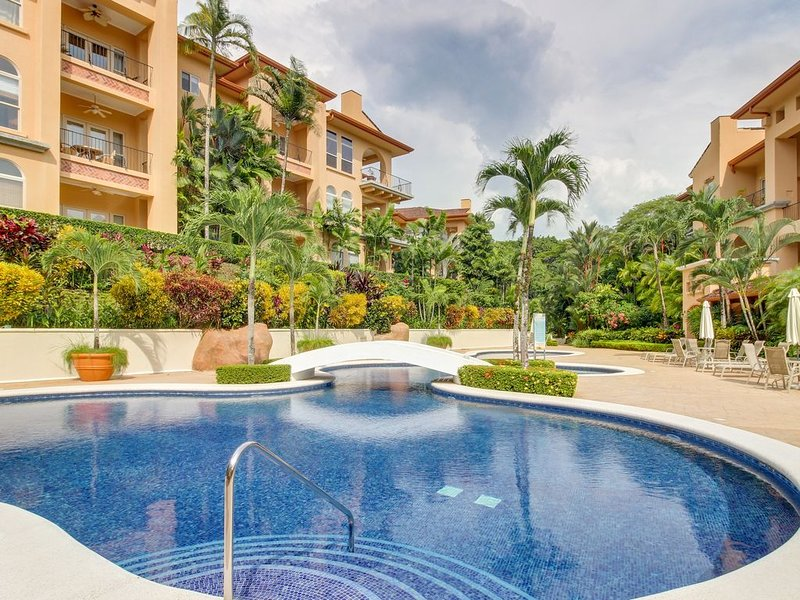 High-end condo in Los Suenos - close to golf,  beach club & marina, Ferienwohnung in Herradura