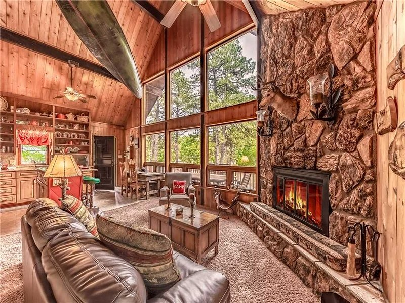 Paradise on the River, 4 Bedrooms, Sleeps 16, View, Deck, Grill, Hot Tub, vacation rental in Ruidoso Downs