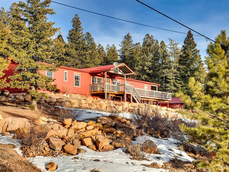 HOT TUB/ views of the Continental Divide-Red Mountain Ranch, holiday rental in Fairplay