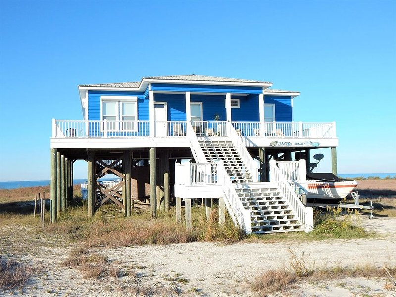 Pet-friendly Mississippi Sound Front home, with private pool, aluguéis de temporada em Grand Bay