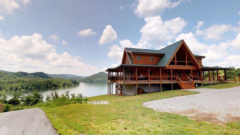 Elk Lodge - Norris Lake Vacation Cabin Rental Overlooking Norris Landing Marina, casa vacanza a New Tazewell