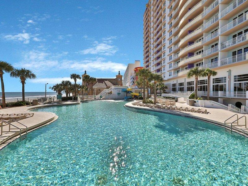 Beachfront condo w/ balcony/4 shared pools/3 hot tubs/lazy river, vacation rental in Daytona Beach