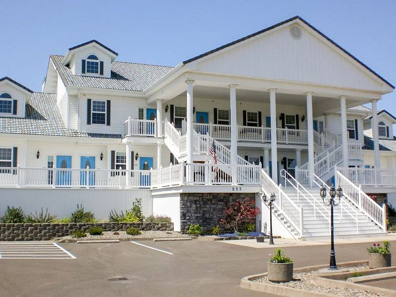 Oceanfront suite w/ fireplace, jetted tub & full kitchen!, location de vacances à Ocean Shores