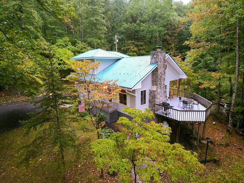 Secluded mountain home on 2 acres w/ fireplace, deck & firepit, location de vacances à Whittier