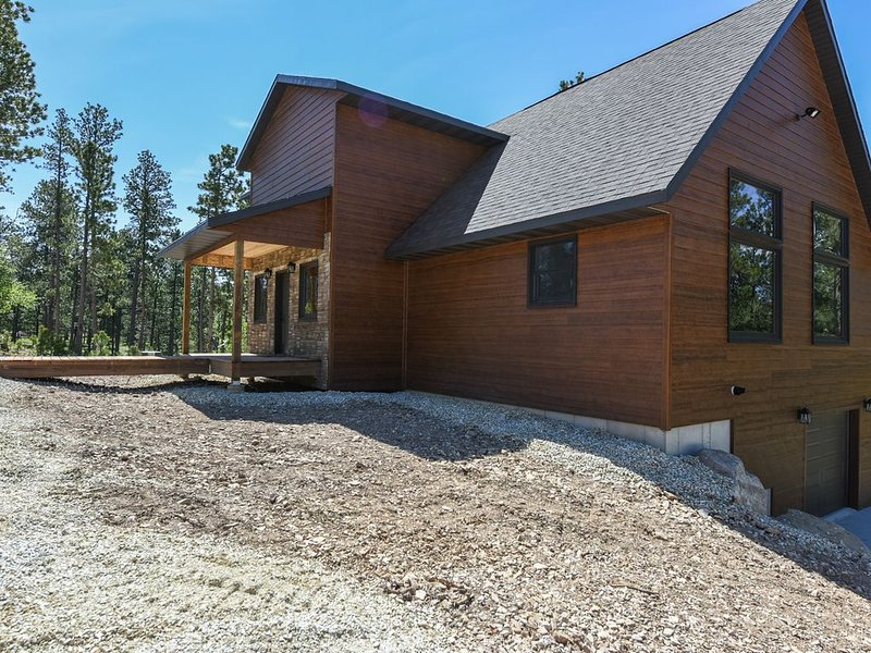 Amazing View Next to ATV/Snowmobile trails with Clubhouse Pool Access!, holiday rental in Lead