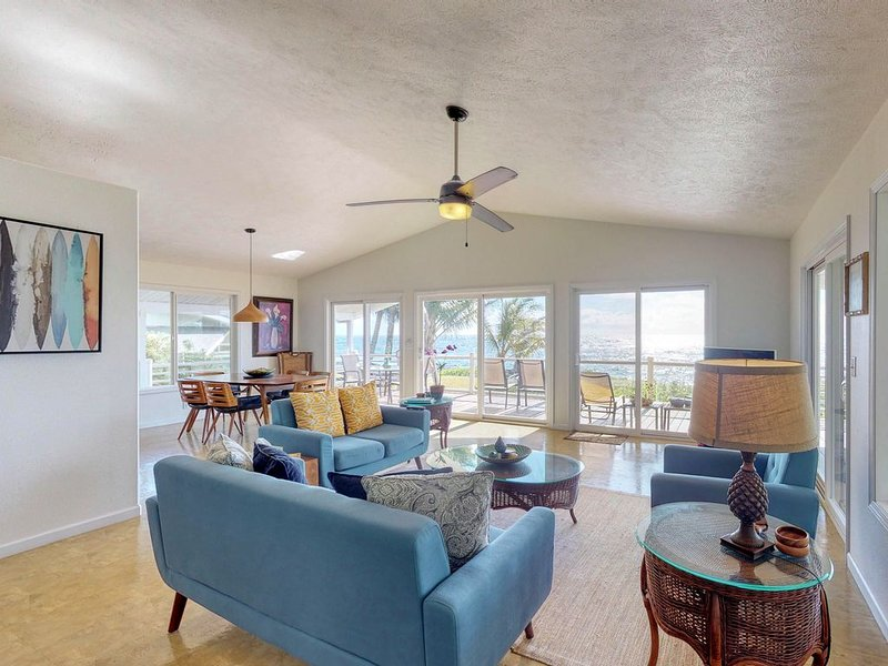 Oceanfront Oasis - Oceanfront home on the cliffs w/ breathtaking view & sunrises, holiday rental in Keaau
