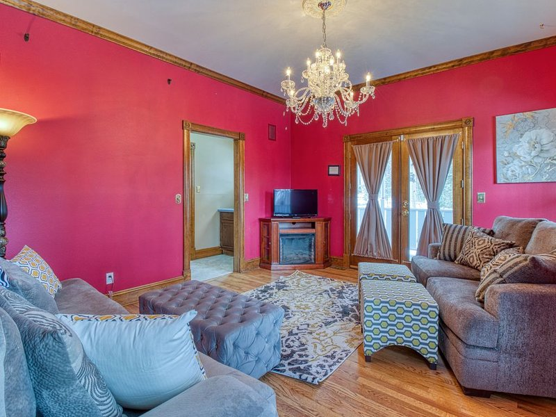 Charming and peaceful Victorian style home!, vakantiewoning in Divide