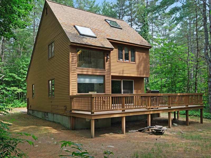 Family-friendly home w/ shared pool, near Storyland & Attitash, holiday rental in Intervale