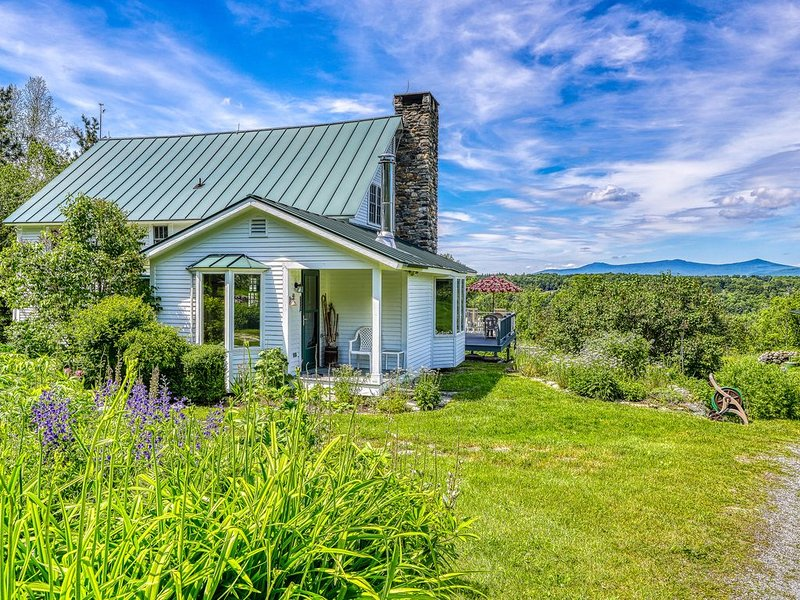 Charming and secluded home with large yard - close to Okemo, vacation rental in Mount Holly