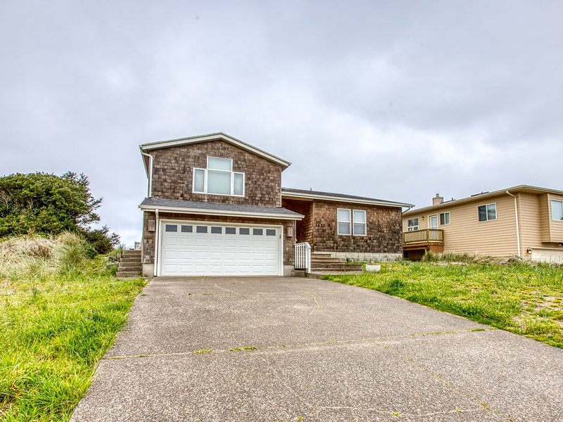 Waterfront home w/ a private hot tub, Ping-Pong, shared pool, & tennis courts!, vacation rental in Waldport