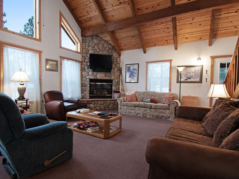 Cozy cabin in a private location w/ a gas fireplace, furnished deck, gas grill, vacation rental in Pagosa Springs
