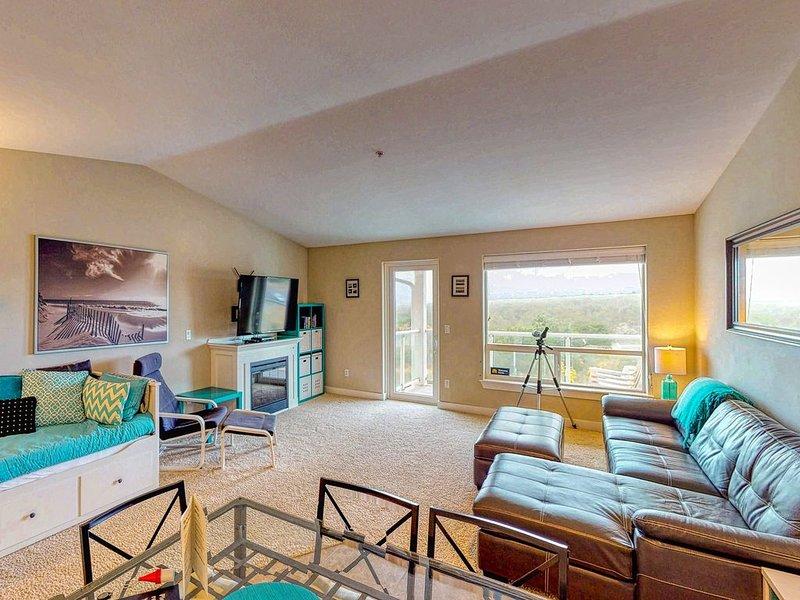 Top floor condo w/ ocean, jetty, & lighthouse views- dogs OK!, location de vacances à Westport