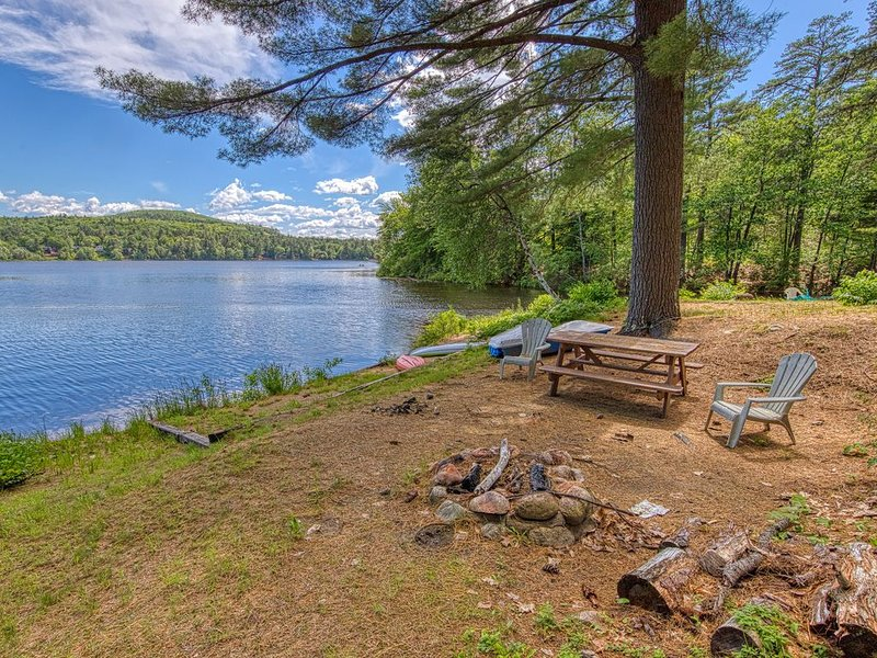 Classic home w/ pond access & updated kitchen - near hiking, the Kank & more!, vacation rental in Albany
