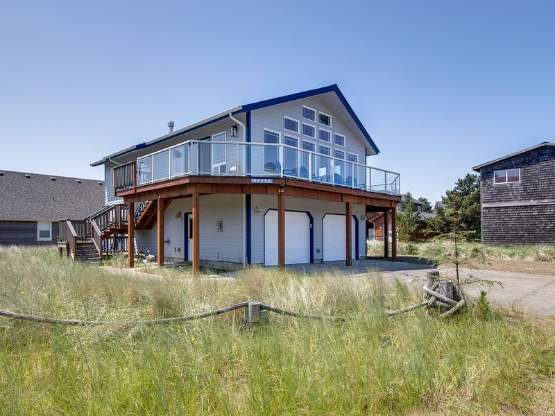 Bright, newly-remodeled home w/ a furnished deck & private beach access, vacation rental in Pacific City