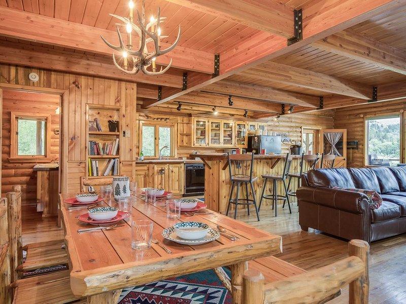 KABINO: Beautiful Log Home, Huge Views, Privacy, Fly-fish, Float, Wild Life, Fre, location de vacances à Alpine