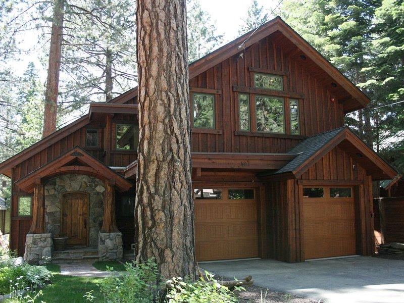 Brockway Treehouse Luxury on Golf Course, Hot tub, alquiler de vacaciones en Tahoe Vista