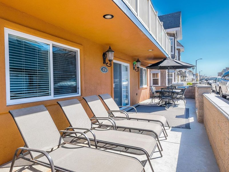 Beachside Beauty! - 1 House from the Sand - Great Patio!, aluguéis de temporada em Newport Beach
