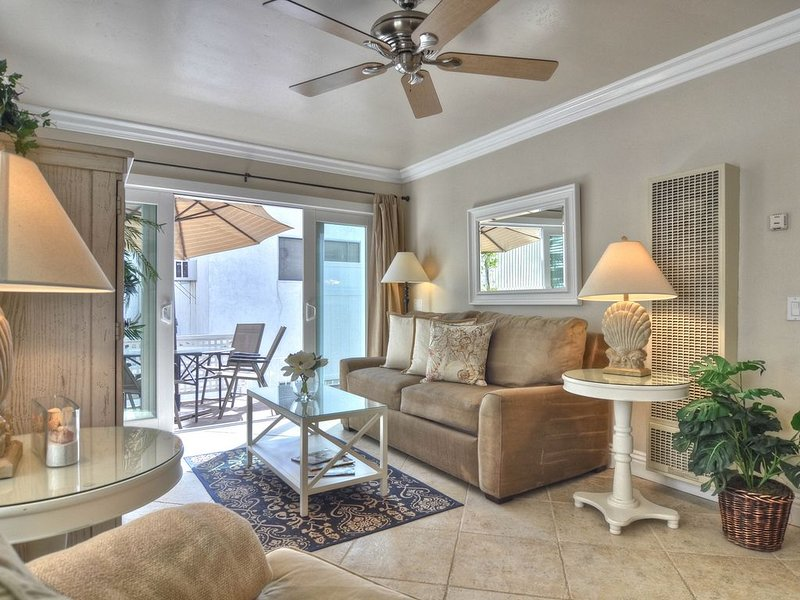 Comfortable coastal condo one block from the beach in Pier Bowl!, vacation rental in San Onofre