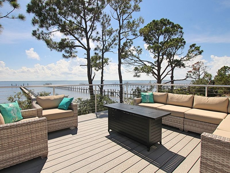 Bayfront, pool, elevator dock, outdoor pizza oven, vacation rental in Cape San Blas