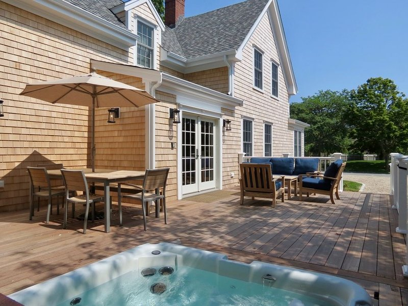 Newly Renovated Sea Captain's Home by Ryder's Cove; 633-C, holiday rental in North Chatham
