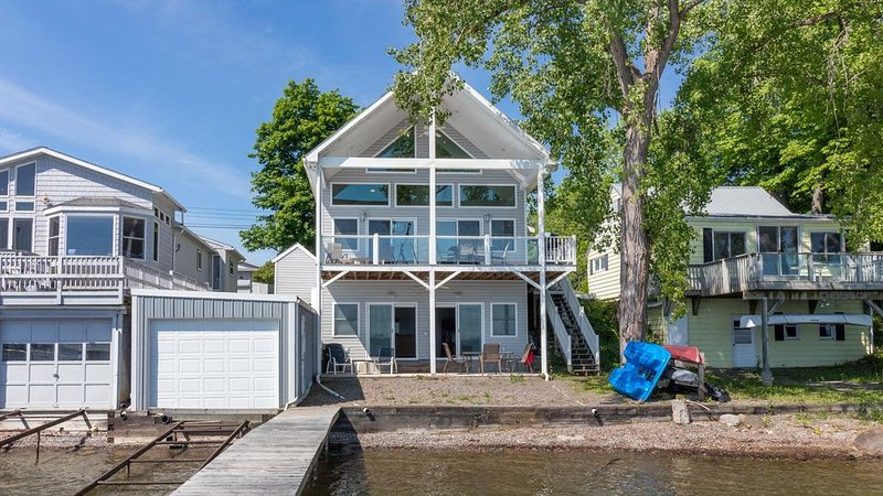 The Duck-In: 'Contemporary Lakeside Cottage on Cayuga Lake', vacation rental in Romulus