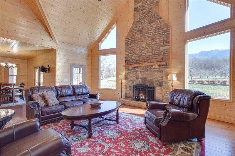 Orchard Hideaway, 3 Bedrooms, Fireplace, WiFi, Gas Grill, Sleeps 6, aluguéis de temporada em Cosby
