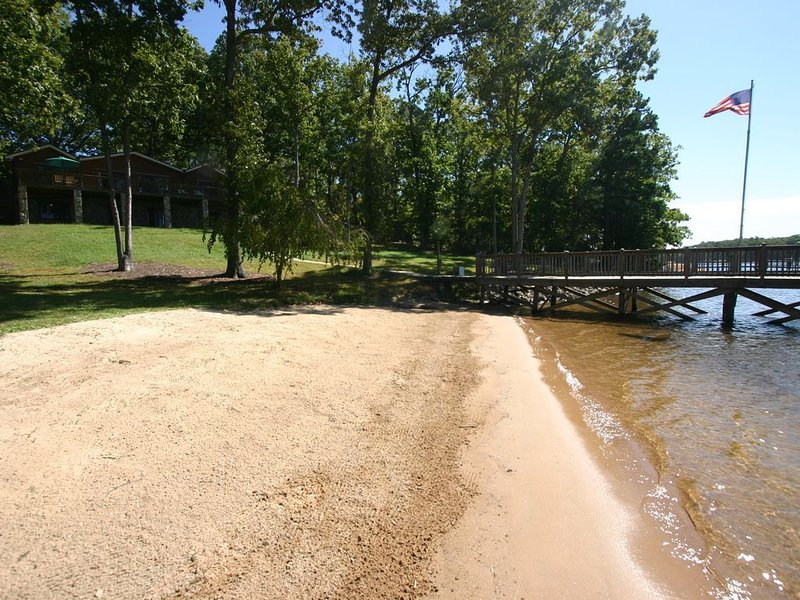 Lodge at Greenbay - Sandy Beach & Sunset Views!, vacation rental in Mooresville