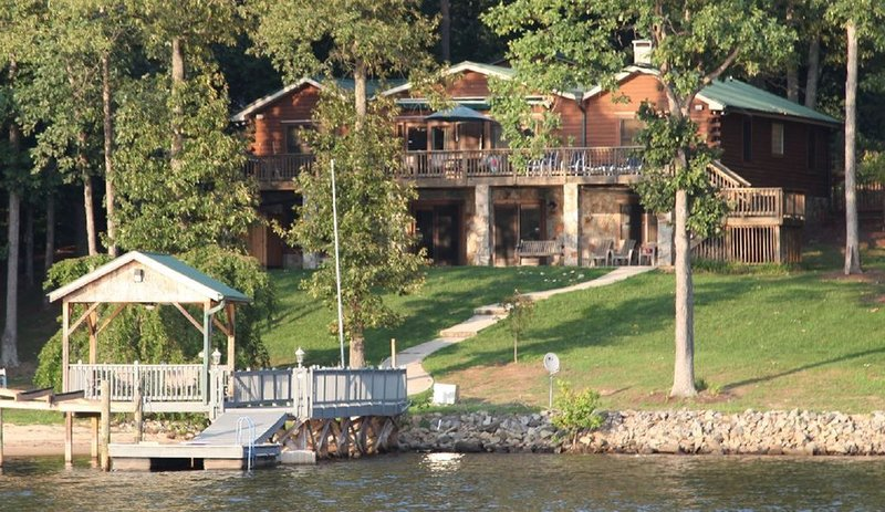 Lodge at Greenbay- over 100' of lake frontage! New dock getting installed now!