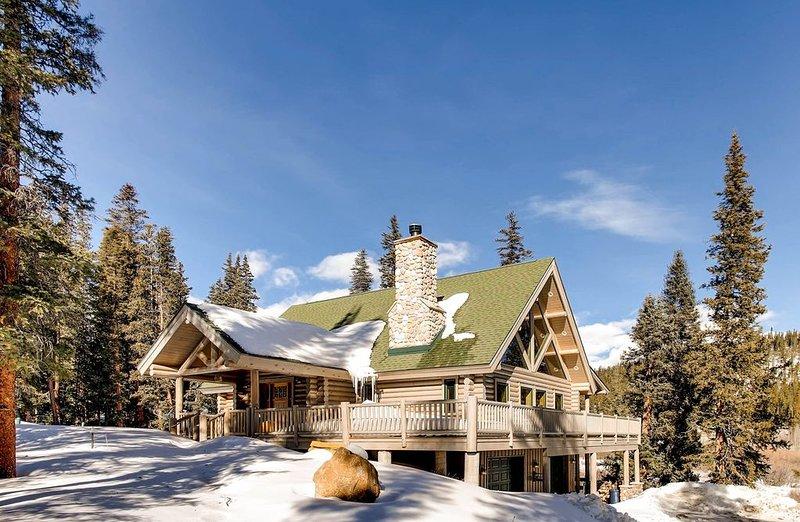 Hot Tub /Pool Table /Pet Friendly Beautiful Custom Log Cabin with Mountain Views, casa vacanza a Fairplay