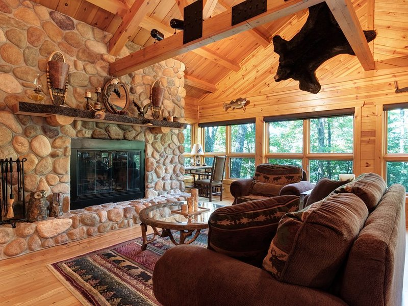 Quintessential lakefront log home w/ wood & gas fireplaces, firepit & views!, vacation rental in Eagle River