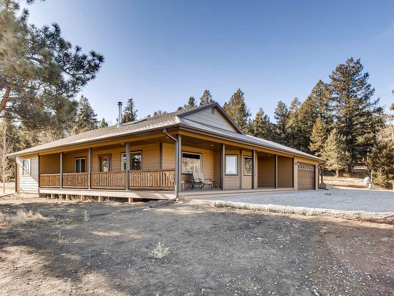 HOT TUB !Custom Ranch Home/ Near Buena Vista/ Fire Pit/ RV Hookup-Grey Wind, vacation rental in Hartsel