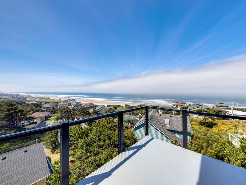 New home w/ unparalleled ocean views & private hot tub - dogs welcome!, holiday rental in Neotsu