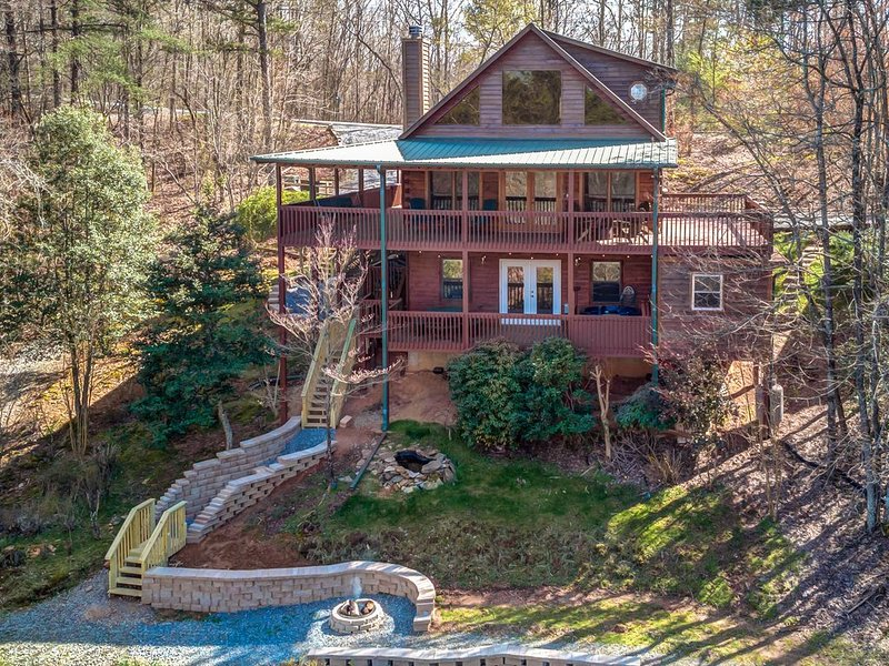 Secluded mountain cabin w/ a private hot tub, & multiple decks, vacation rental in Epworth