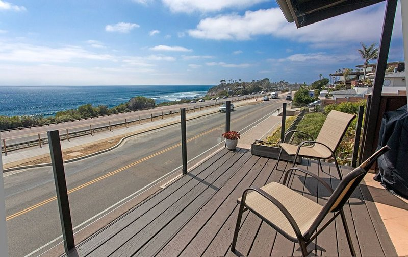 The Cardiff Surfer's Hideaway is 2 bedroom, oceanfront and ocean view paradise!, holiday rental in Cardiff-by-the-Sea