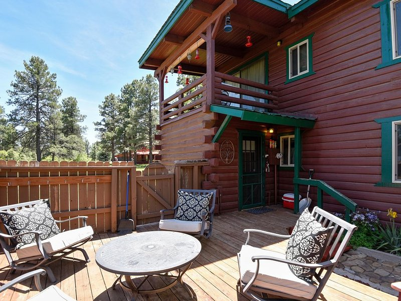 Rustic cabin with family charm - easy access to lake & attractions, alquiler de vacaciones en Pagosa Springs