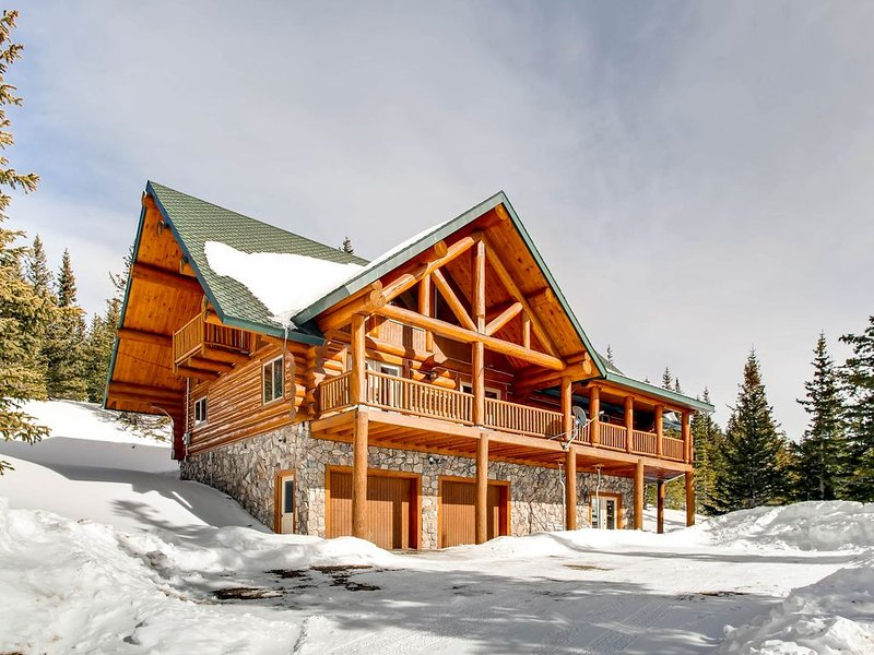 Full Log Home with HOT TUB- Just 15 minutes from Breckenridge, casa vacanza a Fairplay