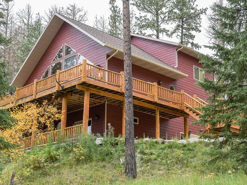 Stunning Home Near ATV/Snowmobile Trails and Plenty of Space!, holiday rental in Lead